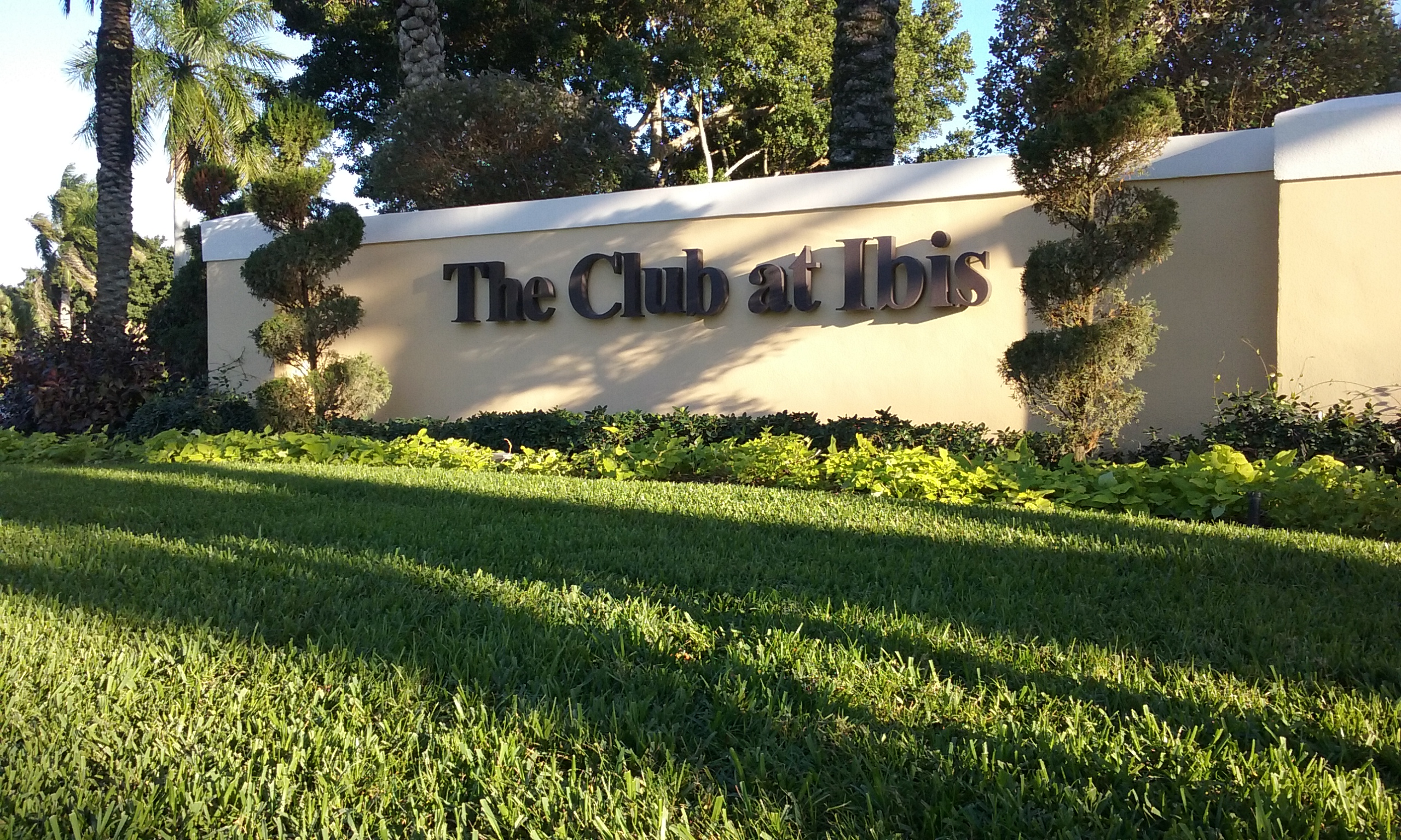 Channel Letters for County Clubs in West Palm Beach FL