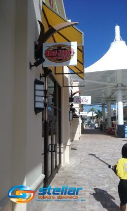 exterior blade signs for outlet malls in West Palm Beach FL